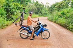 Tours_Cambodia_Cycling_Chamrong3